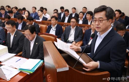 [사진]기재위 업무보고하는 김동연 장관