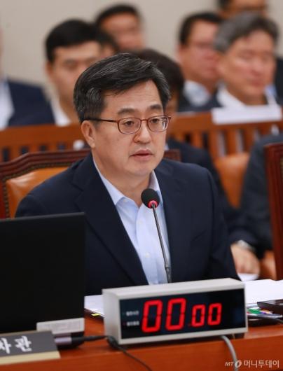 [사진]답변하는 김동연 경제부총리
