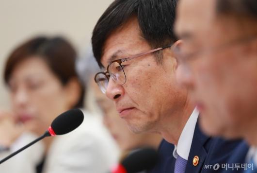 [사진]입 다문 김상조 공정위원장