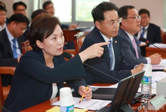 [사진]국토위 출석한 김현미 장관