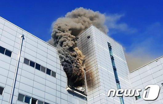 [사진]인천 남동공단에 큰불...9명 사망