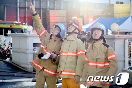 [사진]인천 남동공단 화재 현장 찾은 조종묵 소방청장
