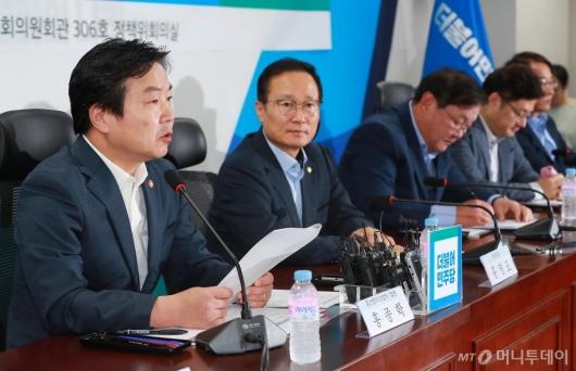 [사진]홍종학 '온라인판매업자·개인택시 카드우대수수료 지원'