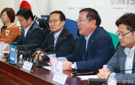 [사진]모두발언하는 김태년 정책위의장