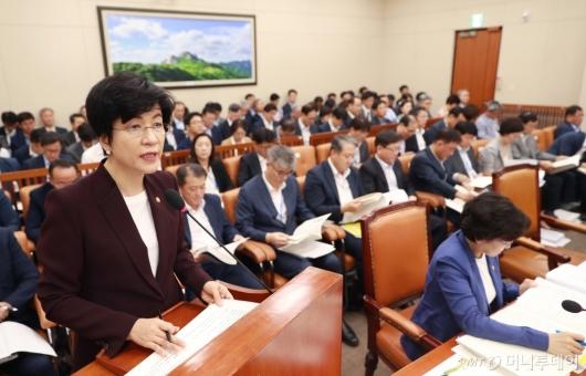 [사진]모두발언하는 김영주 노동부 장관