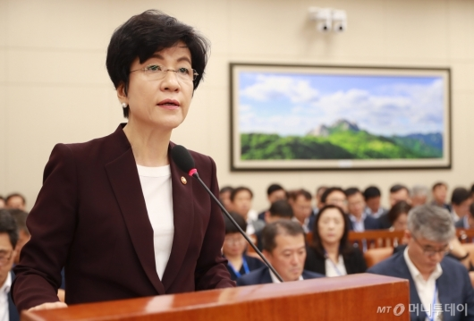 [사진]김영주 노동부 장관, 환노위 모두발언