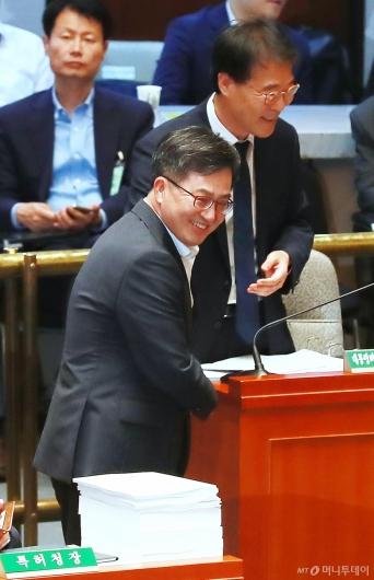 [사진]장하성-김동연 '웃으며 안녕'