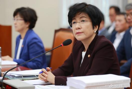 [사진]환노위 출석한 김영주 노동부 장관