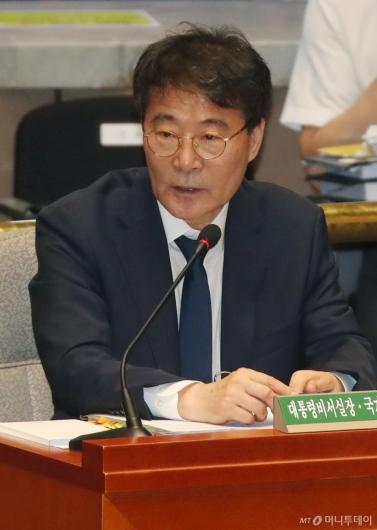 [사진]답변하는 장하성 靑 정책실장