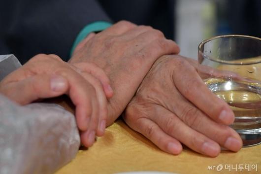 [사진]'이 손 꼭 다시 잡아요'