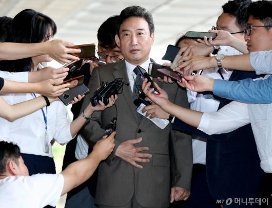 [사진]검찰 출석하는 이규진 전 상임위원