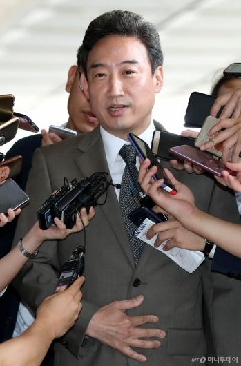 [사진]입장 밝히는 이규진 전 상임위원