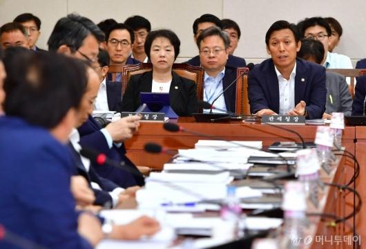 [사진]北석탄 반입 관련 답변하는 김영문 관세청장
