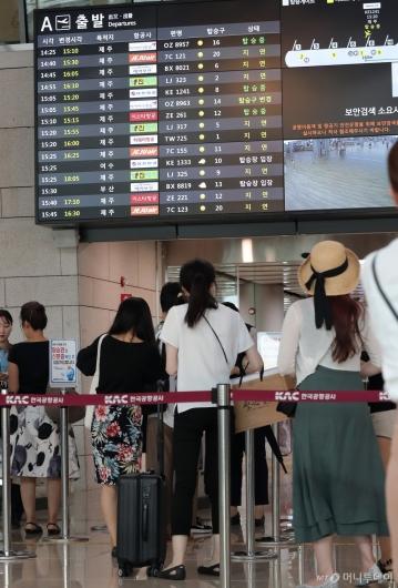 [사진]국내선 운항 재개, '여행 떠나요'