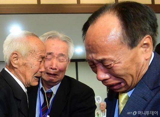 [사진]이산가족 상봉, 하염없이 흐르는 눈물