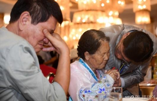 [사진]눈물의 작별상봉