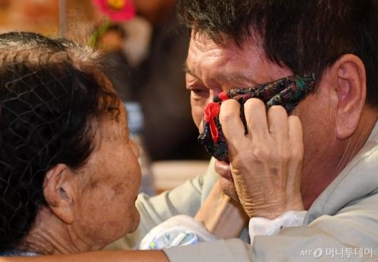 [사진]기약없는 이별의 눈물