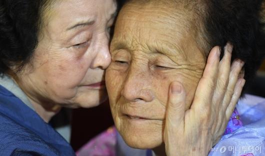 [사진]'작별하는 南北자매'