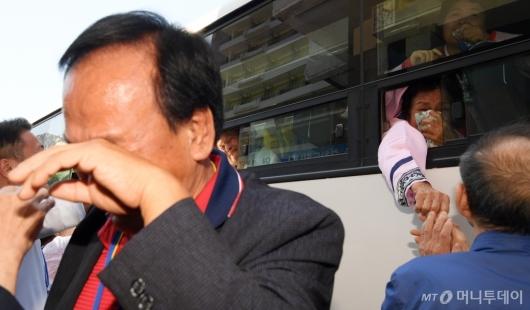 [사진]이산가족 작별상봉 '멈추지 않는 눈물'