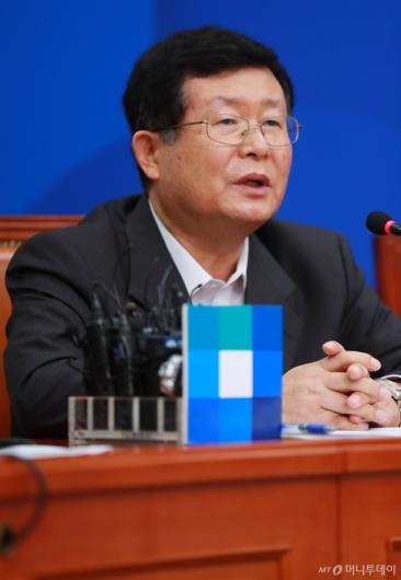 [사진]모두발언하는 설훈 민주당 최고위원