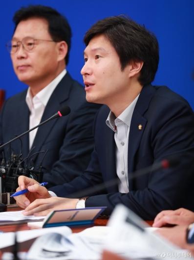 [사진]모두발언하는 김해영 민주당 최고위원