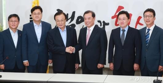[사진]이해찬 민주당 대표, 김병준 자유한국당 비대위원장 예방