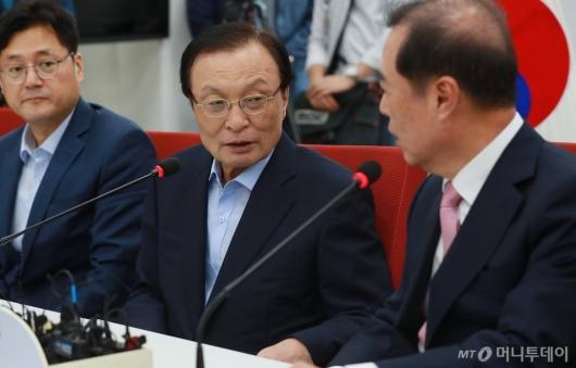 [사진]김병준 비대위원장 만난 이해찬 신임 대표
