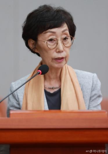 [사진]인사말하는 최영애 인권위원장 후보