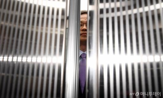 [사진]퇴장하는 허익범 특검