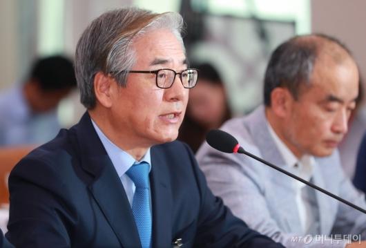 [사진]화재 관련 진술하는 김효준 BMW코리아 회장