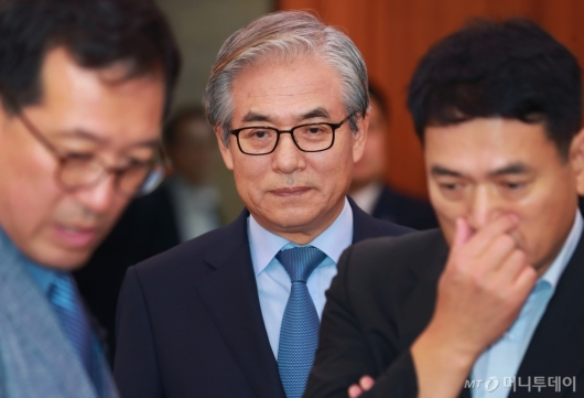 [사진]공청회 참석하는 김효준 BMW코리아 회장
