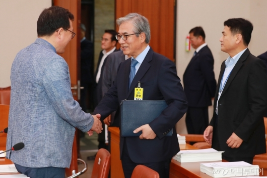 [사진]BMW 차량화재 공청회 참석한 김효준 회장
