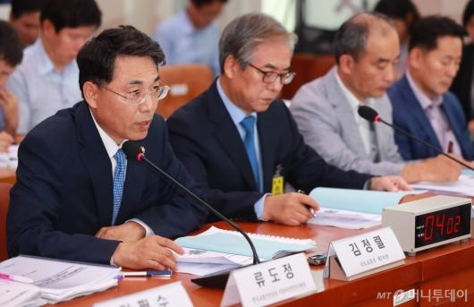 [사진]의견진술하는 김정렬 국토부 차관