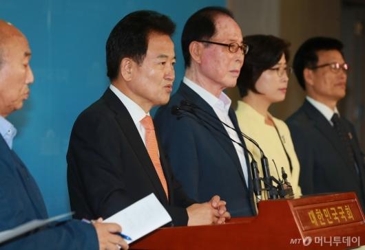 [사진]'남북철도 연결, 대북제제 해제' 촉구하는 정동영 민평당 대표