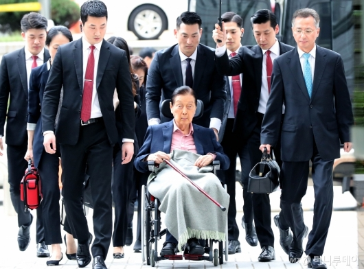 [사진]법정 향하는 신격호 회장