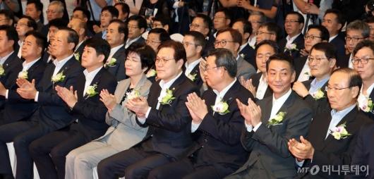 [사진]박수치는 최종구-김영주