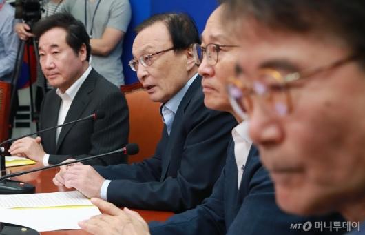 [사진]당·정·청 모두발언하는 이해찬 당대표