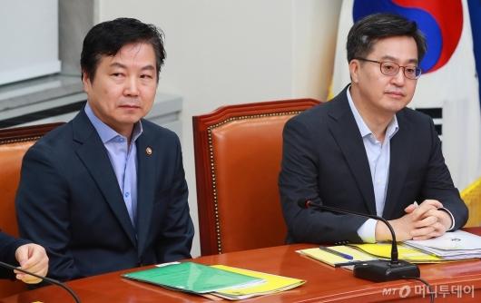 [사진]고위당정 참석한 홍종학-김동연 장관