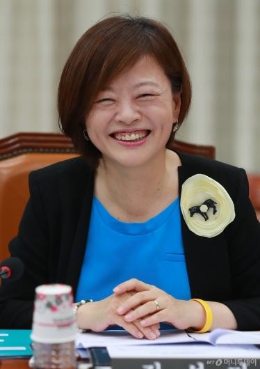 [사진]여가부 장관 지명된 진선미 의원