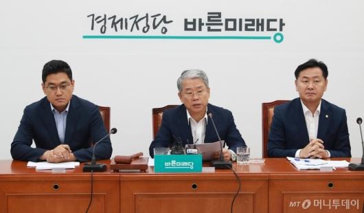 [사진]마지막 비대위회의 주재하는 김동철 위원장