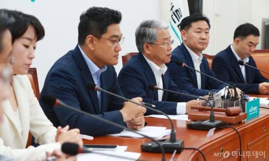 [사진]마지막 비대위 주재하는 김동철 위원장