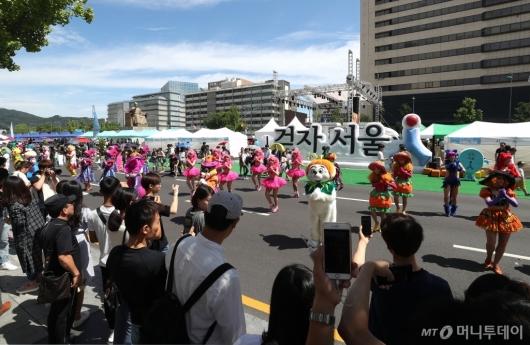 [사진]시민들과 함께 즐기는 할로윈 퍼레이드