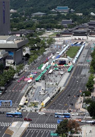 [사진]차 없는 거리는 축제 중