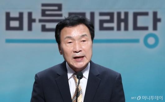 [사진]수락 연설하는 손학규 신임 당대표