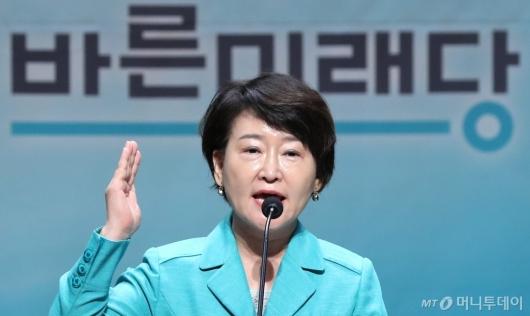 [사진]인사말하는 권은희 추보