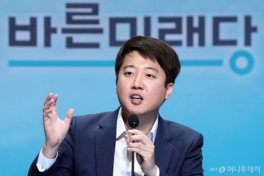 [사진]인사말하는 이준석 후보
