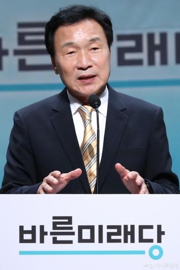 [사진]인사말하는 손학규 후보