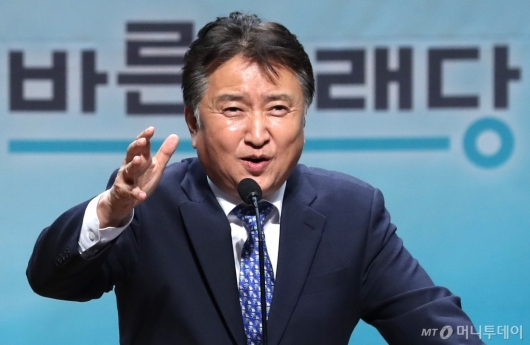 [사진]인사말하는 김영환 후보
