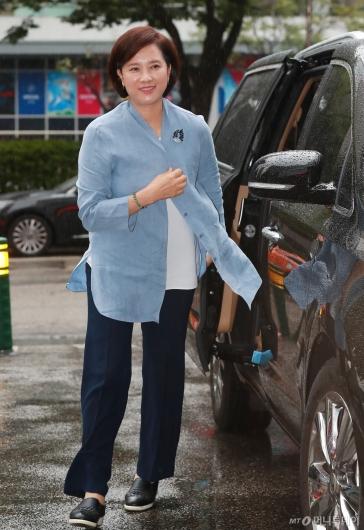 [사진]출근하는 유은혜 교육부장관 후보자