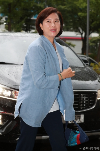 [사진]출근하는 유은혜 사회부총리 후보자